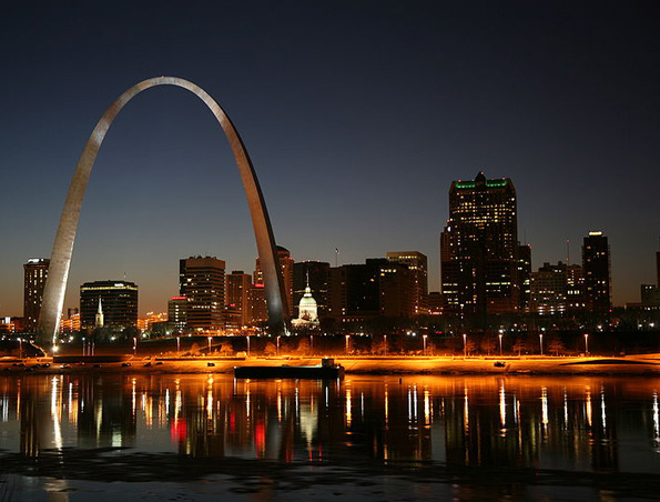 St. Louis Arch and city skyline at night.